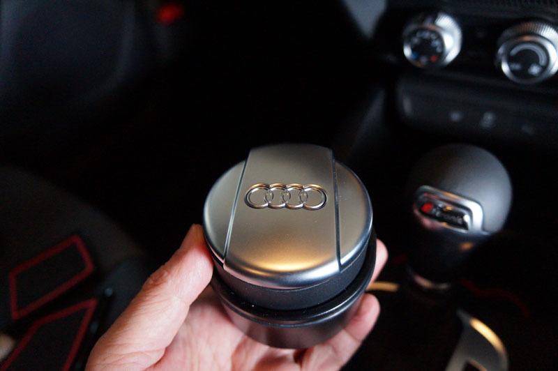 Audi カップホルダー灰皿 6.JPG