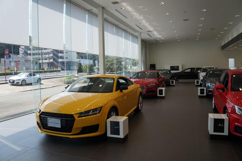 Audi ショールーム 1.JPG