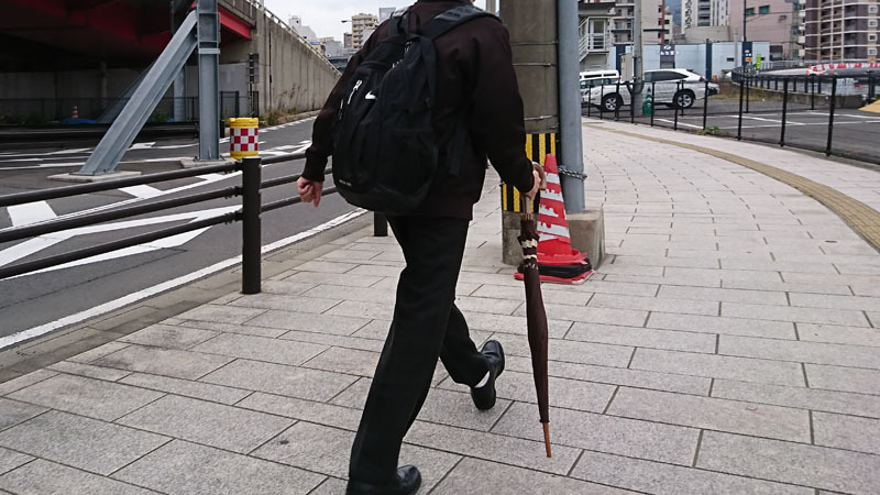 歩く 傘 危険 1-1.JPG