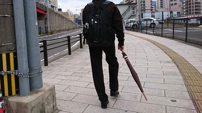 歩く 傘 危険 1-2.JPG