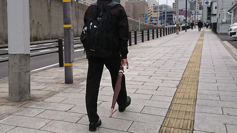 歩く 傘 危険 1-3.JPG
