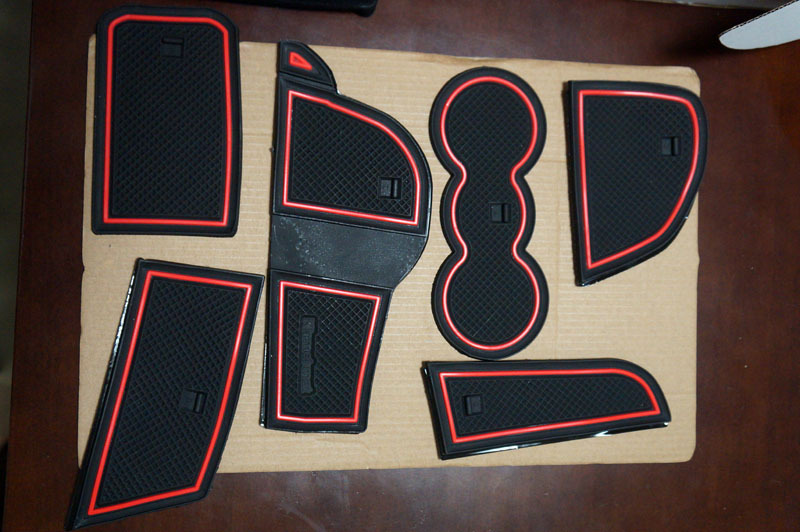 KINMEI Audi アウディ A1 専用設計 赤 ゴムラバーマット.JPG