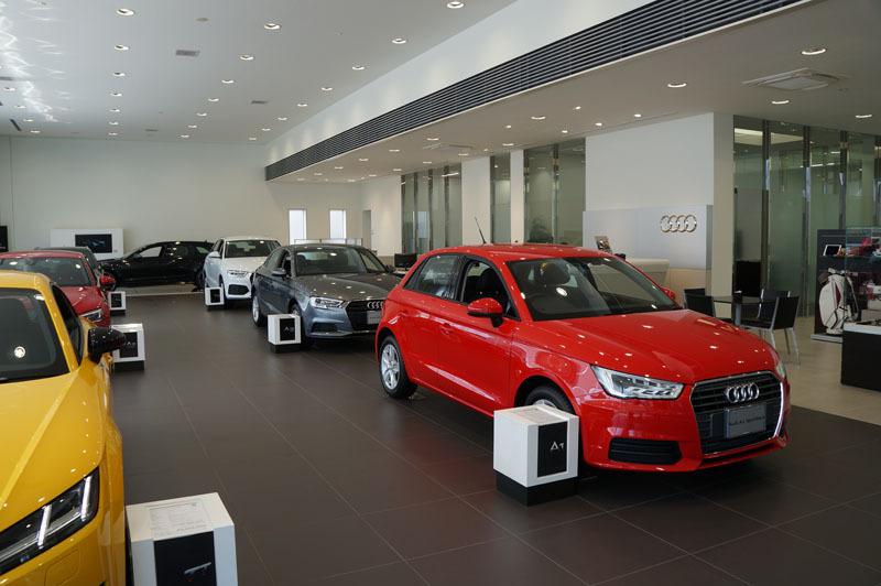 Audi ショールーム 2.JPG