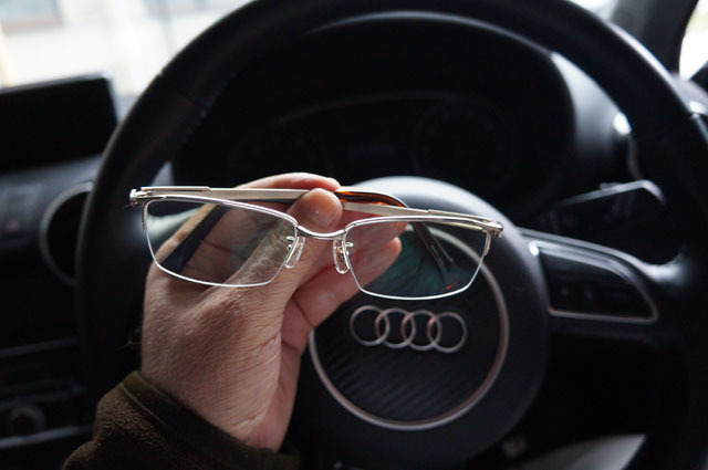 Audi サングラス 収納 ケース メガネ ホルダー 取り付け (20).JPG