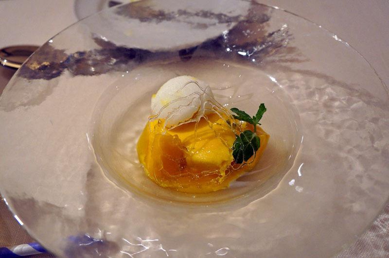 クリスタルリングと完熟マンゴープリン レモンのソルベを添えて.JPG