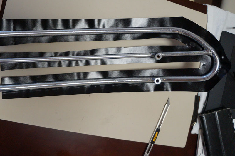 サドルトップトリム カーボンシート 貼り付け-3.JPG
