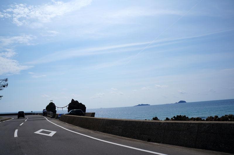 夫婦岩 軍艦島.JPG