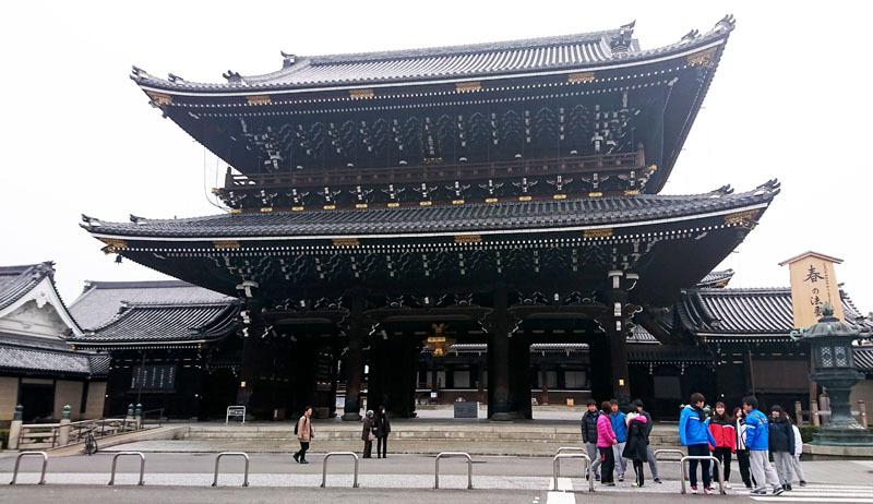 東本願寺 御影堂門.JPG